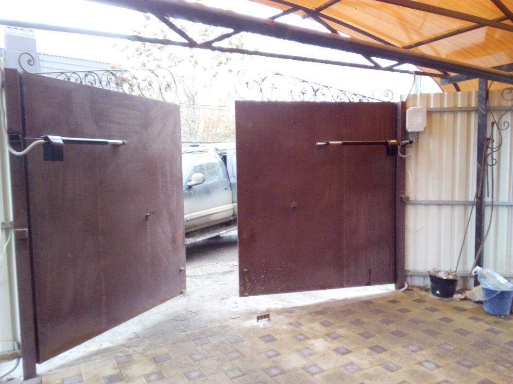Распашные ворота с автоматикой в Астрахани